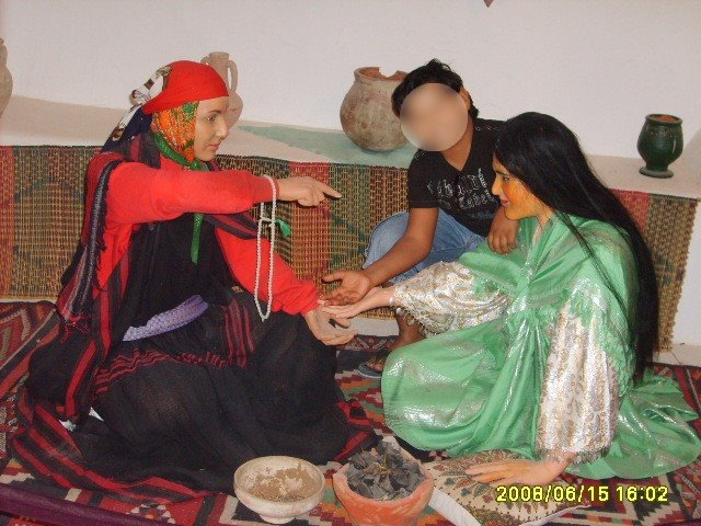 عادات تونس التقليدية من متحف جربة La-voyante