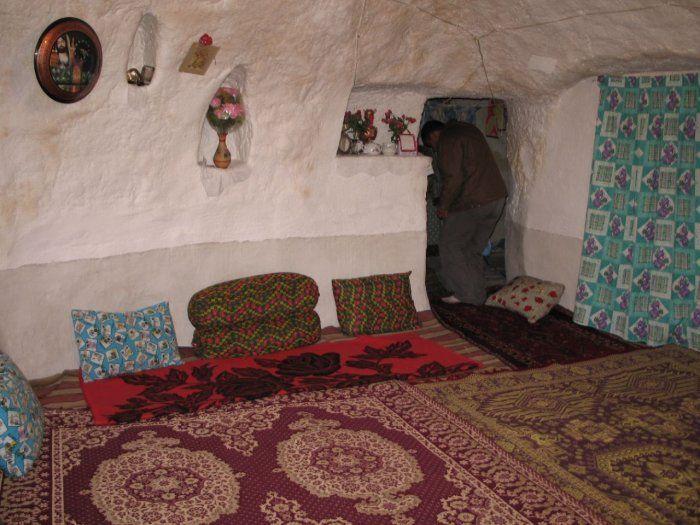 بيوت منحوته في الجبال Village%20in%20Afghanistan%2018