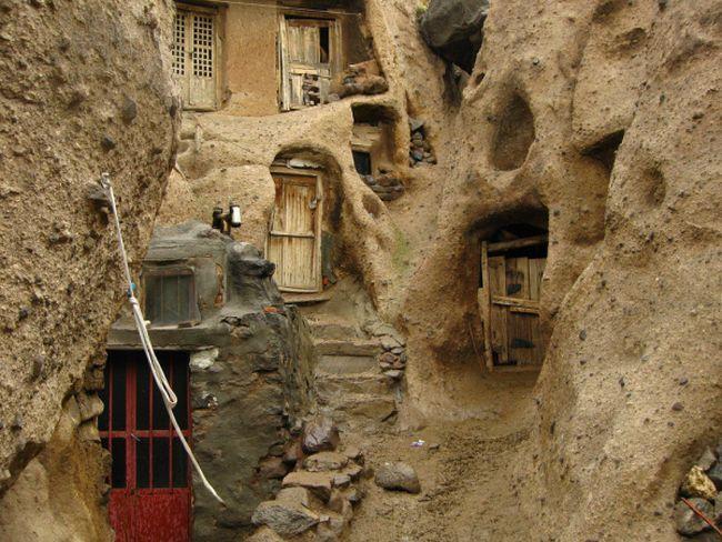 بيوت منحوته في الجبال Village%20in%20Afghanistan%2005