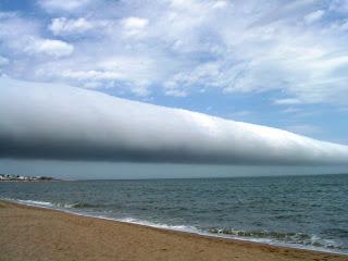 Un nuage en rouleau rare a Warrnambool, Australie Une%20vague%20dans%20le%20ciel%20en%20Uruguay.SCiencextrA