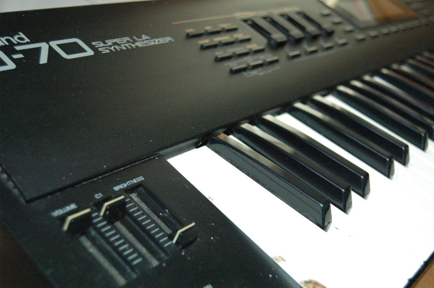 Roland D-70 (MUCHAS SOUND FONTS) DSC_4790