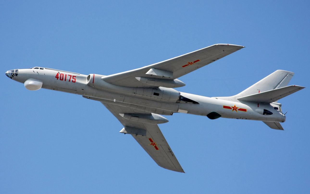 Xian H-6  (bombardero bimotor China) H6-bia