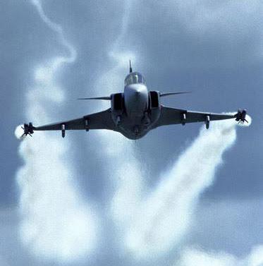 المقاتلة JAS 39 Gripen Gripen-large