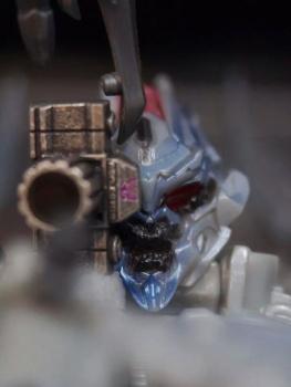 Masterpiece MP-1/MP-4 Optimus, MP-2 Ultra Magnus/Ultramag, MP-3 Starscream/Égo, MP-5 Mégatron, MP-6 Skywarp/Fraudeur, MP-7 Thundercracker/Coup de Tonnerre, MP-8 Grimlock/La Menace, MP-9 Rodimus - Page 16 0FYRQm1b
