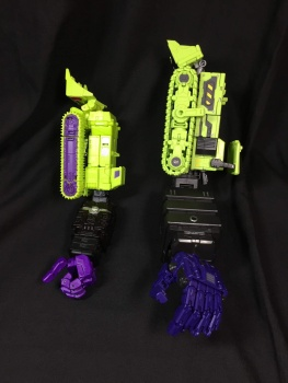 [Toyworld] Produit Tiers - Jouet TW-C Constructor aka Devastator/Dévastateur (Version vert G1 et jaune G2) - Page 3 0eGBqRfF