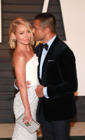 """Kelly Ripa """"2015 Vanity Fair Oscar Party hosted by Graydon Carter at Wallis Annenberg Center for the Performing Arts in Beverly Hills"""" (22.02.2015) 48x  2TLJ55Eo"""