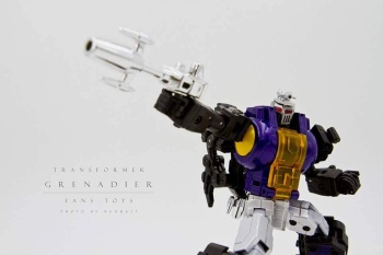 [Fanstoys] Produit Tiers - Jouet FT-12 Grenadier / FT-13 Mercenary / FT-14 Forager - aka Insecticons - Page 2 SKZwAVLU