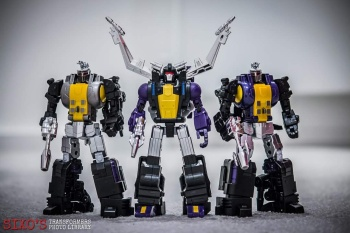[Fanstoys] Produit Tiers - Jouet FT-12 Grenadier / FT-13 Mercenary / FT-14 Forager - aka Insecticons - Page 3 XIrJxWVF