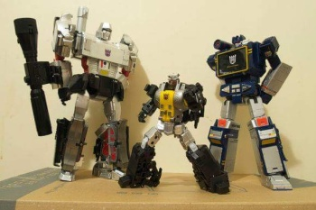 [Fanstoys] Produit Tiers - Jouet FT-12 Grenadier / FT-13 Mercenary / FT-14 Forager - aka Insecticons - Page 2 EU9Wpq7j