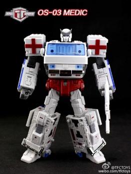 [TFC Toys] Produit Tiers - OS-01 Ironwill (aka Ironhide/Rhino) & OS-03 Medic (aka Ratchet/Mécano) Emwfl7PI