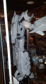 [Mastermind Creations] Produit Tiers - R-17 Carnifex - aka Overlord (TF Masterforce) Jq3e5c5j