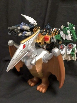 [FansProject] Produit Tiers - Jouet Saurus Ryu-oh aka Dinoking (Victory) | Monstructor (USA) - Page 2 XvdR6i4f