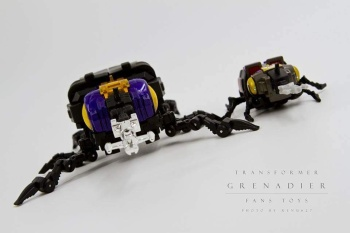 [Fanstoys] Produit Tiers - Jouet FT-12 Grenadier / FT-13 Mercenary / FT-14 Forager - aka Insecticons - Page 2 ZI2VPqqx