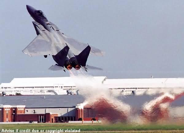 Photos d'avions militaires en plein vol 2371L