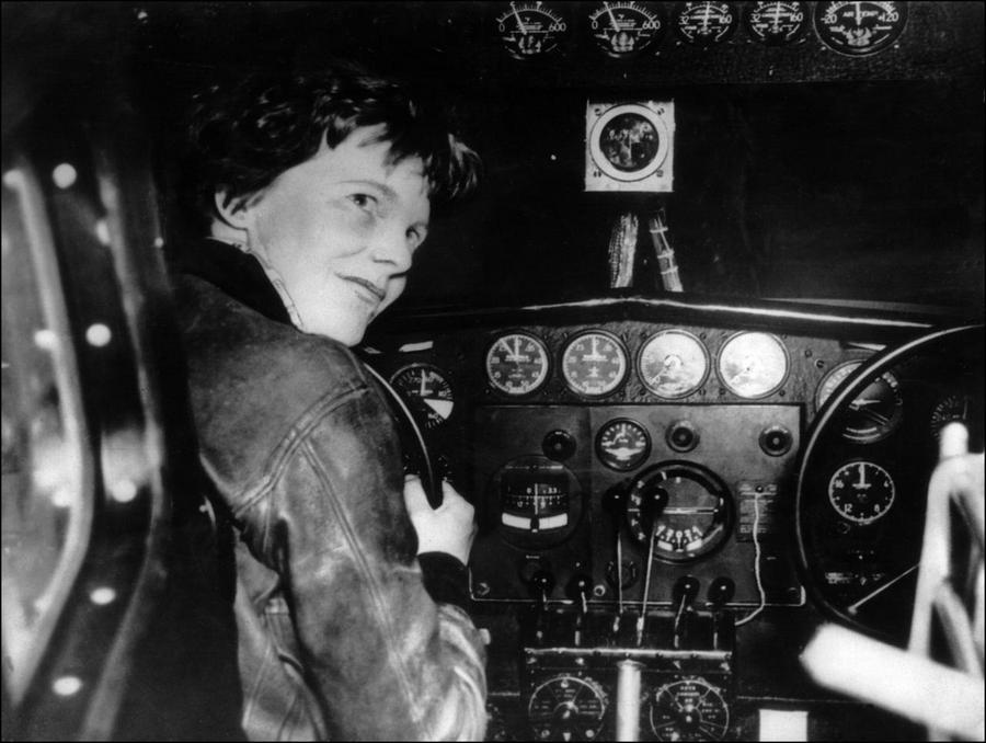 Amelia Mary Earhart   00d3cd2b9aef39234e8655d25826f82350b1ca8e