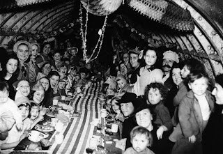 Christmas Party , 25 december 1940 , London