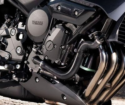 Versys vs Er6F?? - Page 2 Yamaha-XJ6-Diversion-engine