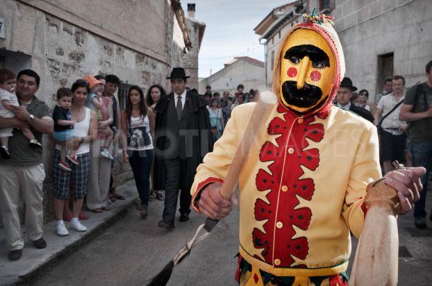 Šokantni običaji u svijetu Baby-jumping-el-colacho-festival-burgos-spain_350966
