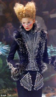 mode - Marie-Antoinette muse de la Mode  Article-1250252-000F791E00000258-19_306x526