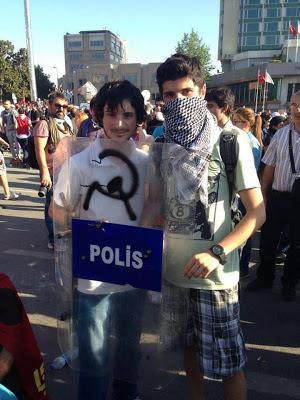 [Turquía] Revueltas en todo el país - Página 5 972367_355645427892080_708919205_n