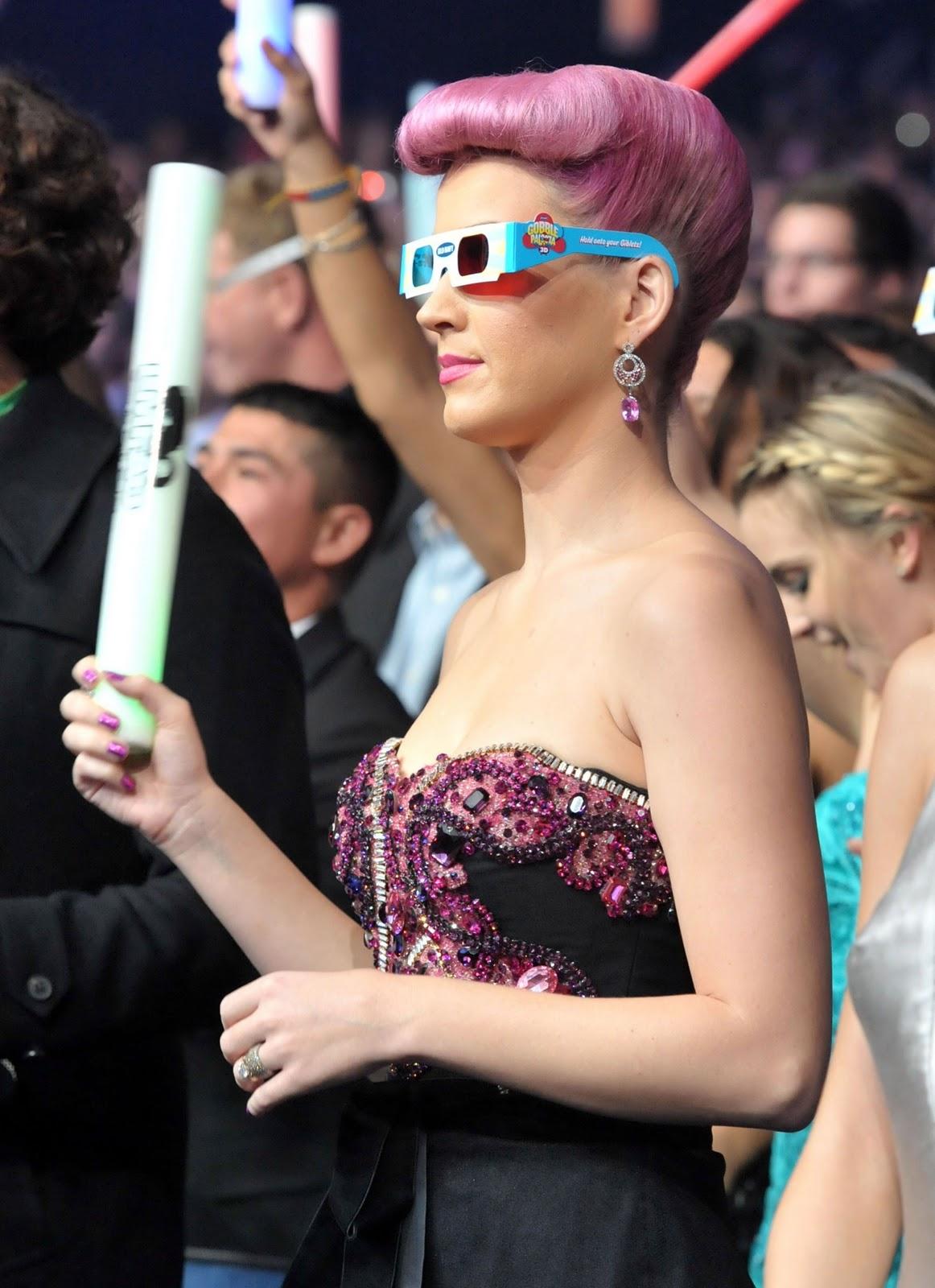 AMA'S 2011 [3 nominaciones + Actuación] [AMA por ser 1ª mujer en la historia en tener 5 #1's] - Página 3 4