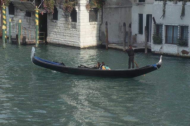 رحلة إلى مدينة القوارب البندقية '' فينيسيا  Gondola