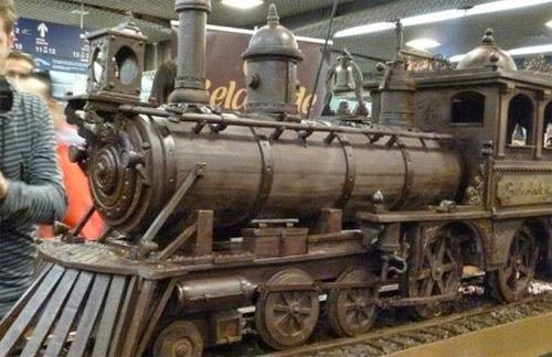 صنع أكبر قطار فى العالم من الشيكولاتة!  17