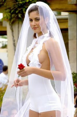 sin palabras - Página 2 Sexy_wedding_gown