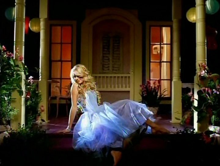 ABCdario Swiftie Our-Song-taylor-swift-2400825-720-544