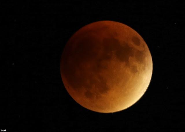 Eclipse.........  2CD8781700000578-3251497-image-a-176_1443409753755