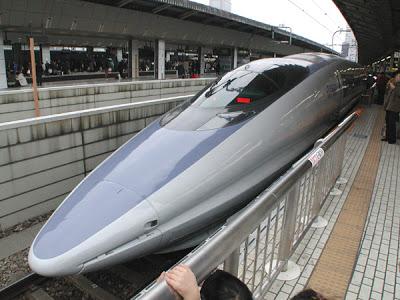 El paso del tiempo Shinkansen-nozomi-interior-2