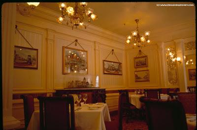 (Histoire) Lilly's Boutique a remplacé une salle du Walt's - An American Restaurant Walts-Room-2