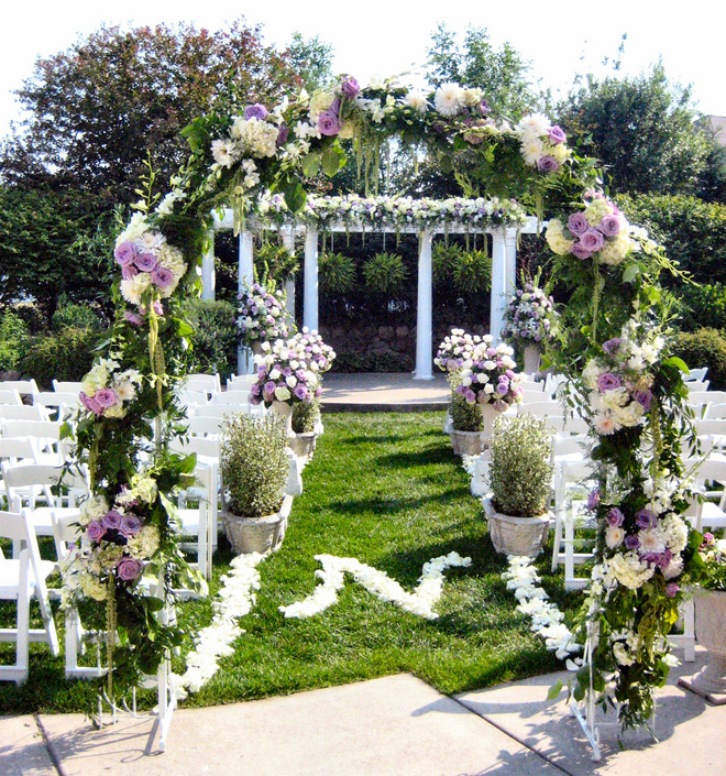 Svadbeni dekor Wedding-ceremony-flowers-decorations-ideas-19