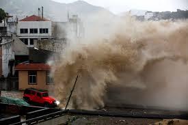 Typhoon Chanhom Lashes Miyakojima Japan 10th July 2015 台風第9号宮古島  Download