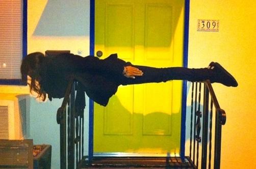 Vosotros sois más de planking o de owling? Planking_rosario_dawson