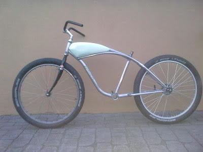 Bici Electrica Mallorca presenta la bici que Elvis siempre quiso tener (y no tuvo) 02032013563