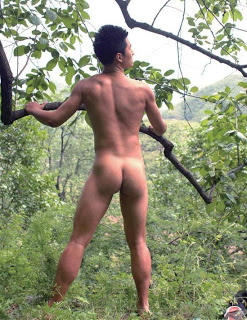 boy cởi truồng hòa mình với thiên nhiên 008
