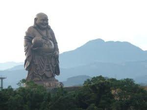 Las estatuas más impresionantes del Mundo  Maitreya%2BBuda%2B1
