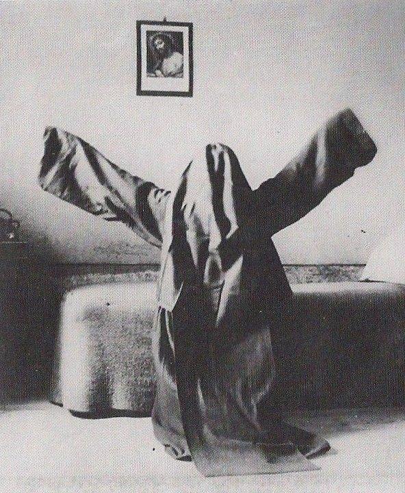 Yuav tsum ceev faj thiaj tsis raug dab phem looj Praying_nun