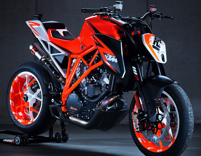 Bmw f800r personalizada CPfeiffer Ktm-superduke-1290-R-official-photo-gallery-hydro-carbons.blogapot.com-00