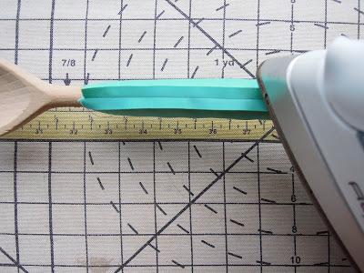 """Ouvrir les coutures sur un """"tube"""" fin (bretelles, ceintures, etc...) DSCN0977"""