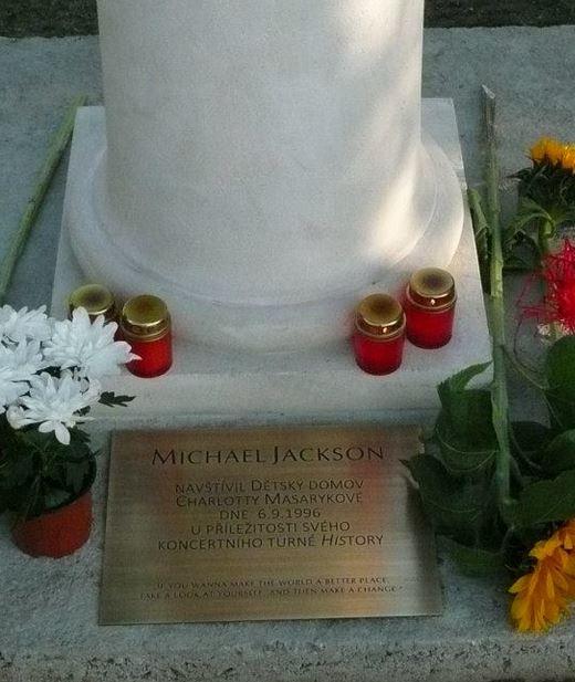 Nuova statua MJ inaugurata a Praga MJ_Bust_Bottom
