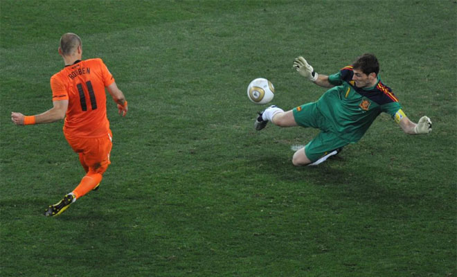 """Fotos de Iker Casillas """"El nuevo protegido de la prensa"""" Casillas_para_robben"""