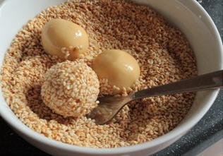 طريقة عمل حلويات بالزبدة والسمسم  E