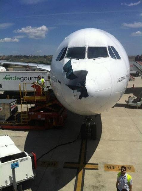 [Internacional] Bird Strike com um Airbus da Ibéria em Madri Iberia_a343_ec-gup_madrid_120513_1