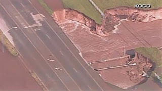 Un gigantesco sinkhole si apre ad Oklahoma City dopo il tornado 9123792_448x252