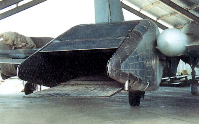 الدرون الروسي الثقيل UCAV Okhotnik يجري تجربته الاولى بنجاح Phominsu270913