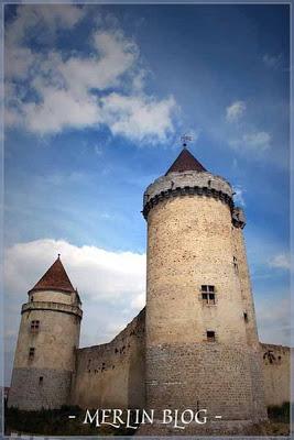 Blandy-les-Tours : le château le plus hanté de France Blandylestours8