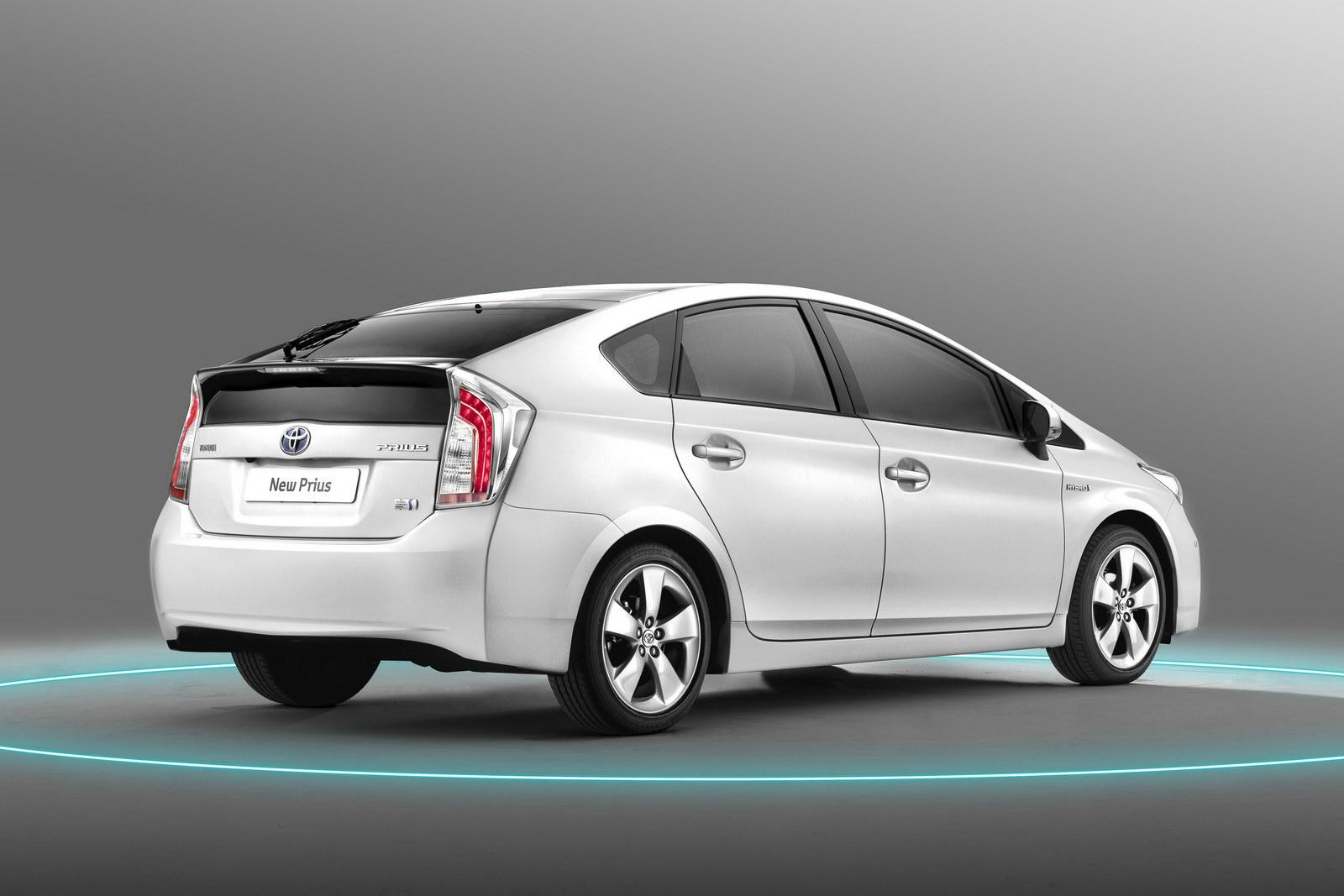 [Toyota] Prius III - Page 13 New-2012-Toyota-Prius-Carscoop-8