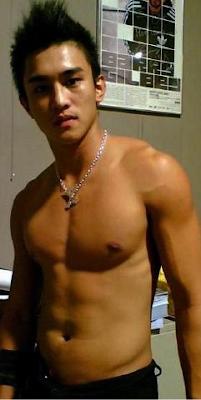 Hot boy châu á và châu âu thi nhau khoe cặc khủng Tumblr_ly4qd1Scc81qlzqy2o1_400